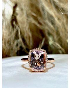Henrik Ørsnes Design 14 Karat Guld Ring med Pink Morganit og Diamanter 0,10 Carat TW/SI